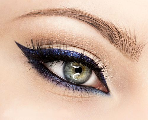 girl with a Perfect Blue eyeliner