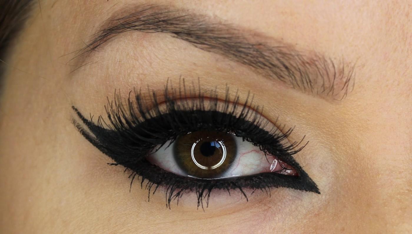 Beautiful black Eyeliner on a girl's eye